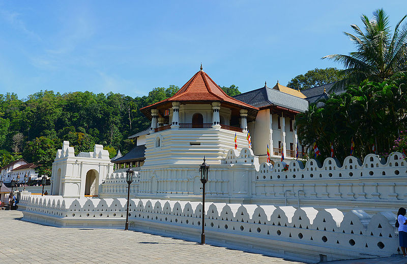 File:Temple of the Tooth, Kandy.jpg