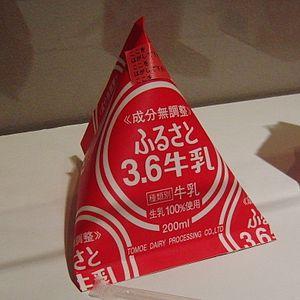Tetra Classic of milk Tomoe.jpg