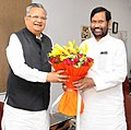 The Chief Minister of Chhattisgarh, Dr. Raman Singh meeting the Union Minister for Consumer Affairs, Food and Public Distribution, Shri Ram Vilas Paswan, in New Delhi on April 25, 2018.JPG