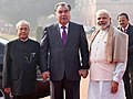 The President, Shri Pranab Mukherjee and the Prime Minister, Shri Narendra Modi with the President of the Republic of Tajikistan, Mr. Emomali Rahmon at the ceremonial welcome, at Rashtrapati Bhavan, in New Delhi.jpg