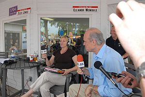Media in Minneapolis–St. Paul - Eleanor Mondale of WCCO radio interviewing Fred Thompson at the Minnesota State Fair on 2007-08-27.