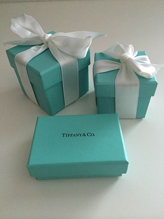 Tiffany & Co. - Image: Tiffany blue box 2