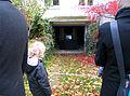 Timm Ulrichs Videofilm WASCHPROGRAMM, statt Open-Air- zieht das Under-Water-Kino das Kind in den Bann, Wintergärten V - H2O in der Güntherstraße Hannover, a.jpg