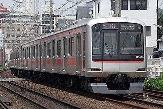 Tōkyū Tōyoko Line - Image: Tokyu 5050 2