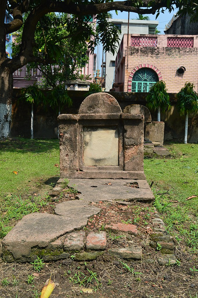 File:Tomb of unidentified persons in Dutch Cemetery, Chinsurah (02