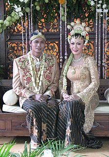 Javanese people are an ethnic group native to the Indonesian island of Java.