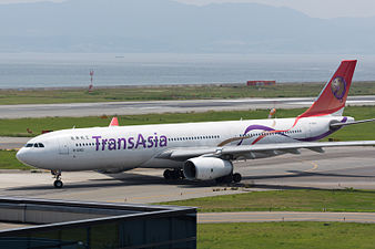 TransAsia Airways, A330-300, B-22102 (19420520445).jpg