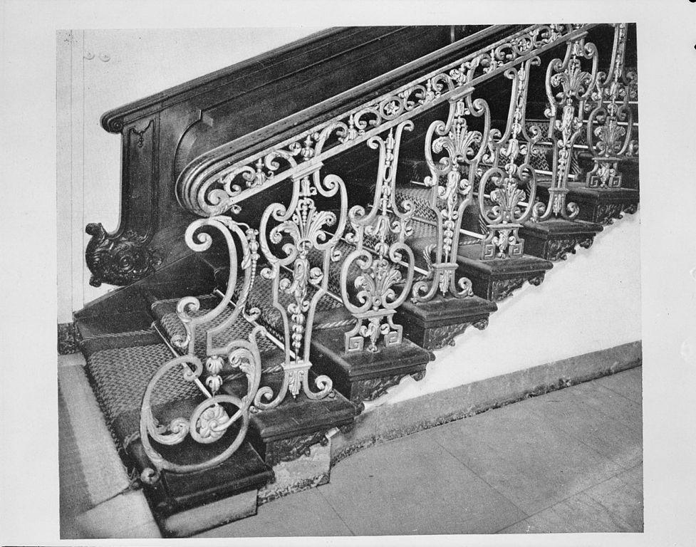 File trap met vergulde smeedijzeren leuning reproductie uit boek de monumenten van middelburg - Leuning smeedijzeren trap ...