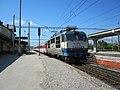 Trenčianska Teplá, nádraží, vlak s lokomotivou 350.006.jpg