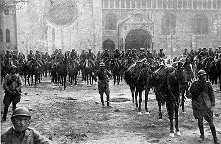 Italian troops in Trento on 3 November 1918, after the Battle of Vittorio Veneto. Italy's victory marked the end of the war on the Italian Front and secured the dissolution of Austria-Hungary. Trento 3 novembre 1918.jpg