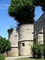 Trie-Château (60), mur d'enceinte au nord-ouest du château, tours à l'angle nord-ouest.jpg