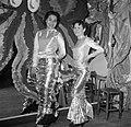 Twee verklede vrouwen op een feest in een van de modehuizen, Bestanddeelnr 254-0170.jpg