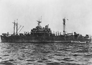 USS Auburn (AGC-10) at Manila Bay in 1945.jpg