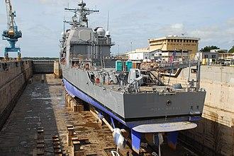 USS Port Royal (CG-73) - Image: USS Port Royal (CG 73) aft elevated drydock view