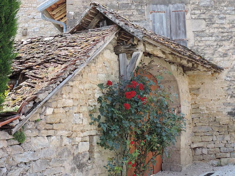 Une vieille maison de Liesle, Jura.