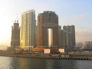 當局漠視九龍站一帶位處機鐵站及高鐵站的優勢,未有將此處發展為核心商業區,反而興建大量豪宅。 (圖片:Baycrest@Wikimedia)