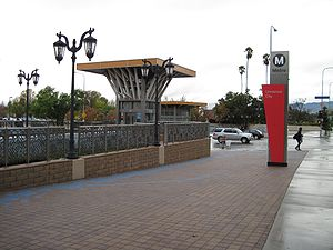 Universal City/Studio City station - The station entrance using the sign pillar design of 2004-2014.