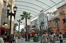 Universala Studios Singapuro, Hollywood Boulevard