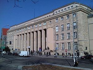 Uniwersytet Ekonomiczny w Poznaniu - gmach główny 01