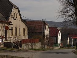 Víska u Chotěboře - čp. 18 (nejblíže), 19, 40 a 21.JPG