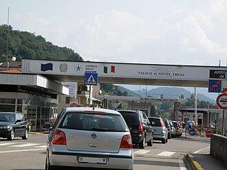 Ponte Tresa - Border crossing at Ponte Tresa, about 20% of the workers in Ponte Tresa cross the border for work