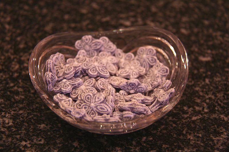 Archivo:Violetas- Caramelo.jpg