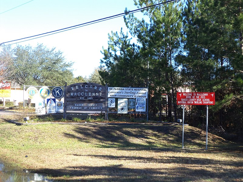 File:Welcome to Macclenny Signs.JPG