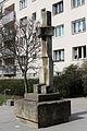 Wien-Penzing - Baumgarten - Schreitender Mann - von Josef Pillhofer 1965.jpg
