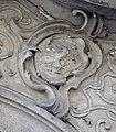 Wien Schwindhof Portal Wappen 2.jpg