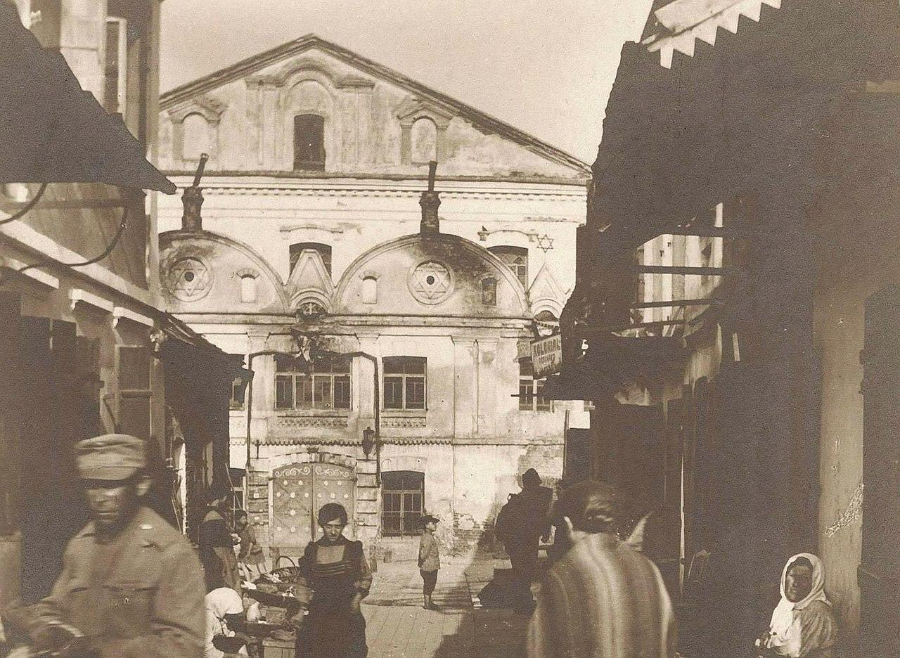 У Большой синагоги, 1916
