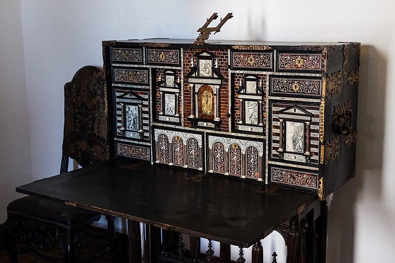 File:Writing desk (10001314903).jpg