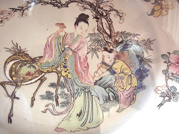 """Xi Wang Mu (""""Godmother of the West""""), a Daoist deity, decor on a Qing dynasty porcelain plate, famille-rose-style, Yongzheng Emperor period, 1725 AD."""
