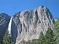 Yosemite Falls, the Lost Arrow, and Yosemite Point. - panoramio.jpg