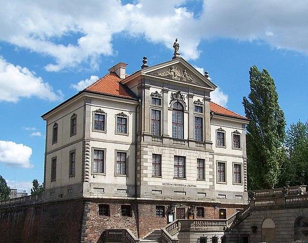 Дворец Острожских— местонахождение варшавского музея Шопена.