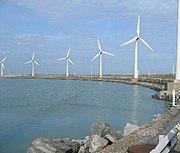 Windmolens op de rechterhavendam in Zeebrugge
