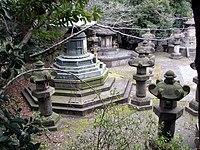 Zojo-ji Tokugawa graves.JPG