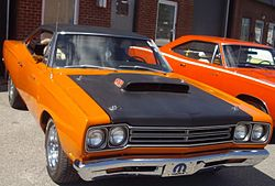 '69 Plymouth Road Runner (Auto classique Showtime Muscle Cars '12).JPG
