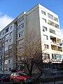 Едропанелна жилищна сграда по номенклатура Бс-69-Сф, построена преди 1977 г. Крайна секция 322 южна дясна, предна фасада.jpg