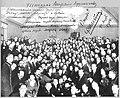 ИАХ. Ф. И. Шаляпин среди учеников Высшего художественного училища при Академии художеств (1914).jpg