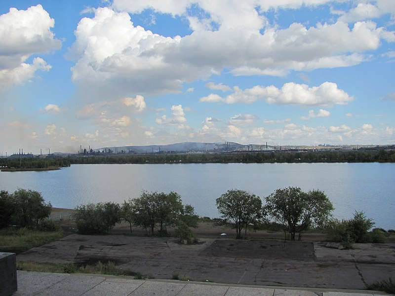 File:Панорама города Магнитогорска (2011)-2.jpg