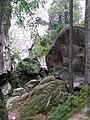 Скельно-печерний комплекс - скелі Довбуша.jpg