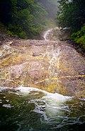 カムイワッカ湯の滝 2002-08-08.jpg