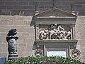 041 Hospital de Santiago, lleó amb l'escut dels Molina.jpg