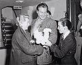 10-09-1953 11840 Lana Turner en Lex Barker (4489142741).jpg