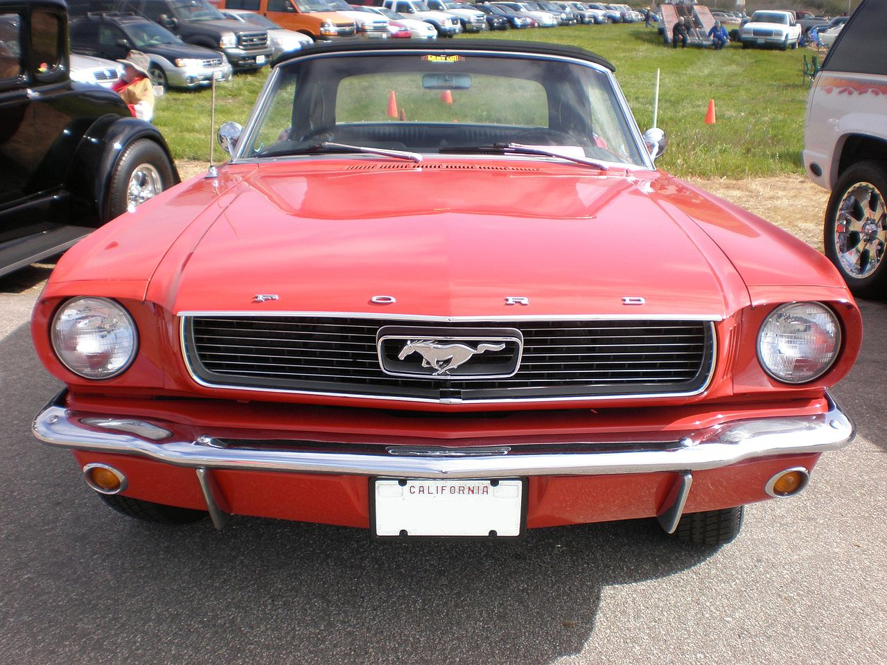 file 1966 red ford mustang convertible front jpg wikipedia. Black Bedroom Furniture Sets. Home Design Ideas