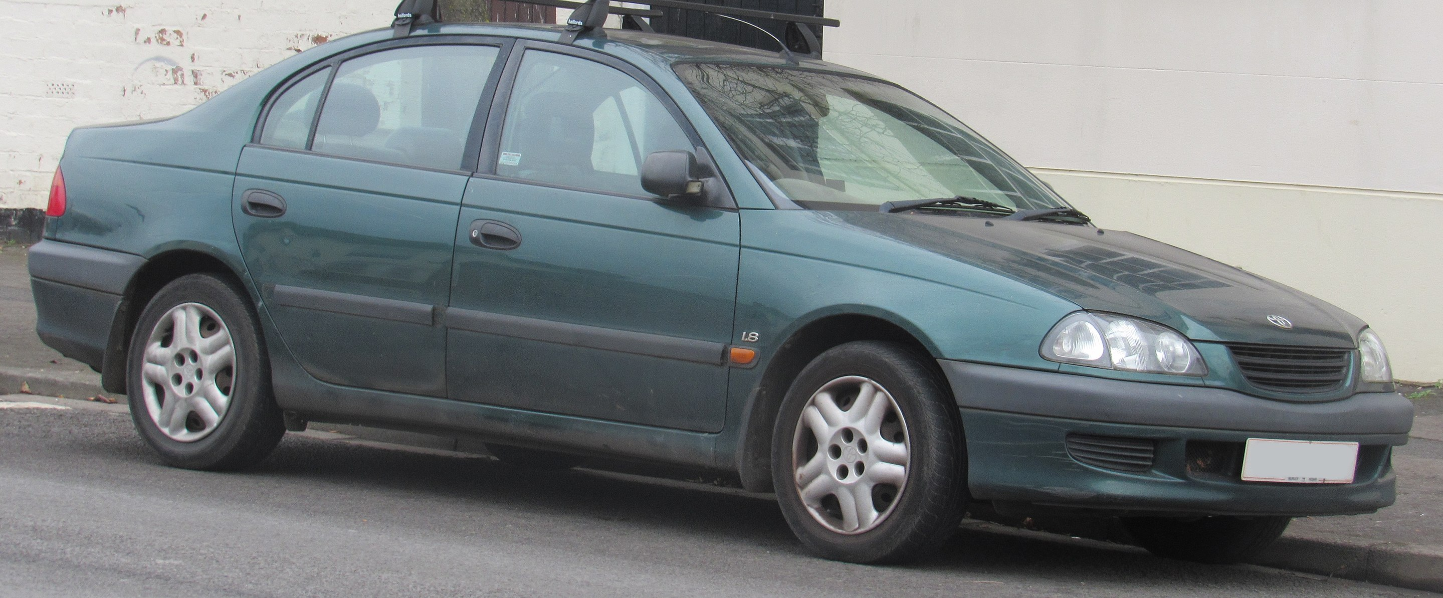 Toyota Avensis (T220)