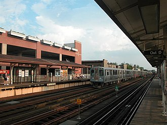 Wellington station (CTA) - Wellington station prior to reconstruction, September 2007