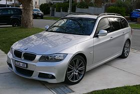2010 BMW 323i (E91 MY10.5) Lifestyle Touring station wagon (2015-07-03) 01.jpg