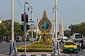 2016 Bangkok, Dystrykt Phra Nakhon, Aleja Ratchadamnoen, Ołtarz z wizerunkiem króla Ramy IX (02).jpg