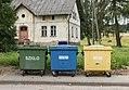 2017 Pojemniki na śmieci w Smreczynie.jpg